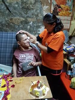 潮州29歲身障男從未過過生日 弘道貼心慶生過暖冬