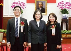 康淳林守堂 獲創業楷模獎