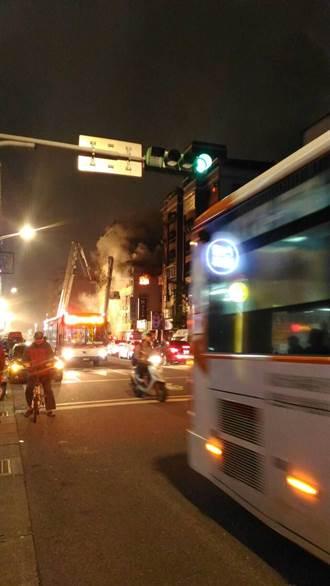 疑電磁爐起火 北市八德路公寓火警釀1死