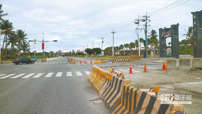 花蓮縣拓寬193縣道南濱路段,因地價上漲拓寬只能做一半,盼爭取6億完工。(許家寧攝)