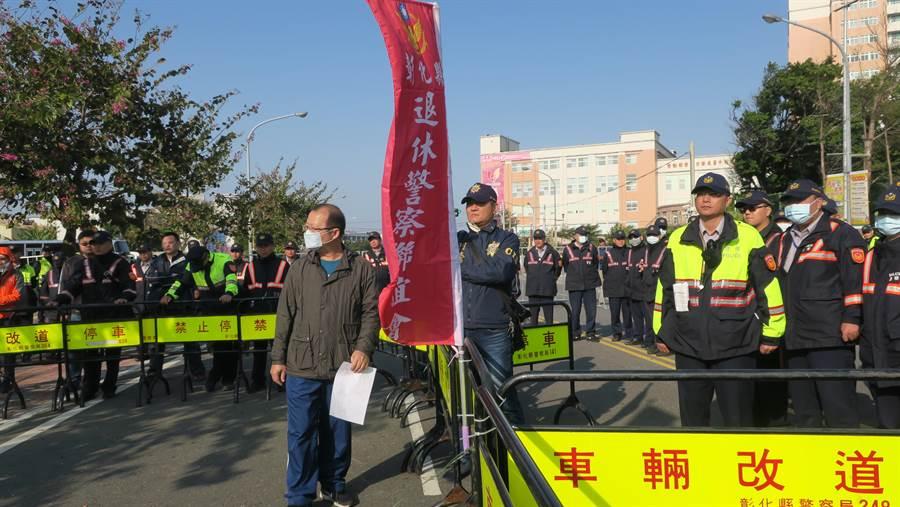 警方現場機動增調警力維持秩序,防止退休警察陳抗衝突擴大。(謝瓊雲攝)