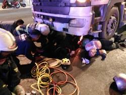 砂石車撞機車! 3人緊急送醫 6歲童命危救回轉院