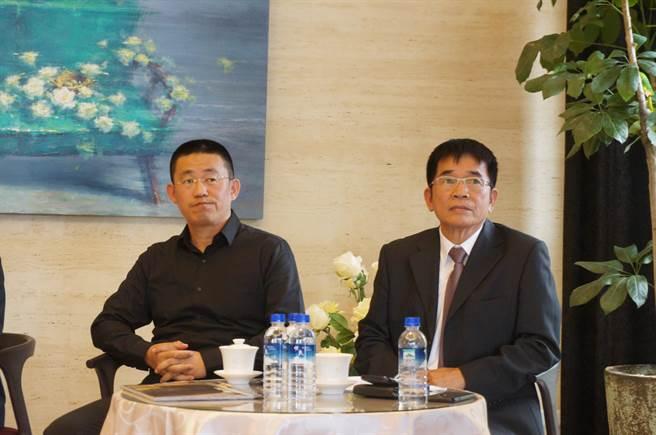 久樘開發總經理陳俊維(左)表示,他的父親殷切叮嚀建築為善的事業,要秉持善的信念,這也是「久樘開發」以人為本的精神。(盧金足攝)