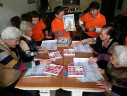 好巧!高齡90歲阿嬤學寫字 竟遇到日本時代小學同窗