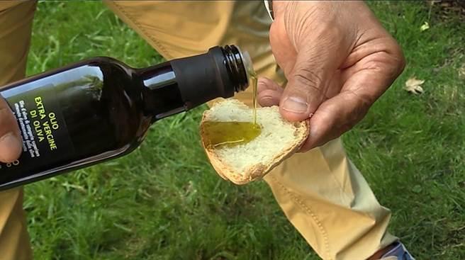 歐洲橄欖油分8個等級,其中只有4種可直接食用,消費者應特別留意。(圖/(UNASCO)