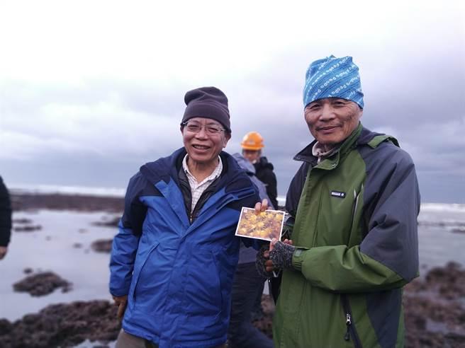 行政院政務委員張景森(左)夜宿大潭,並親自視察藻礁,右為桃園在地聯盟理事長潘忠政。(圖/桃園在地聯盟提供)
