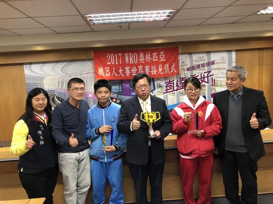 龍岡及龍潭國中聯隊也獲得創意國中組第四名。(蔡依珍攝)