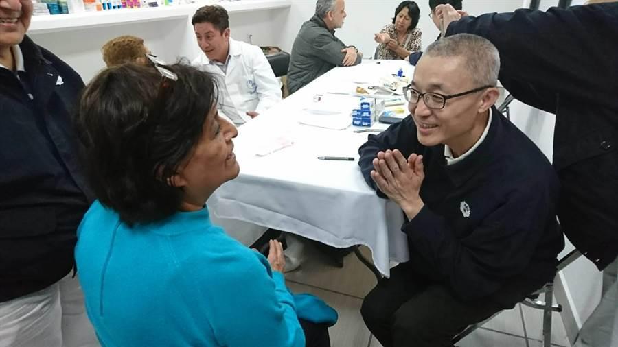 慈濟在墨西哥重災區舉辦1周的義診,為受災民眾解除病痛,讓民眾展露笑顏。(圖/慈濟基金會提供)