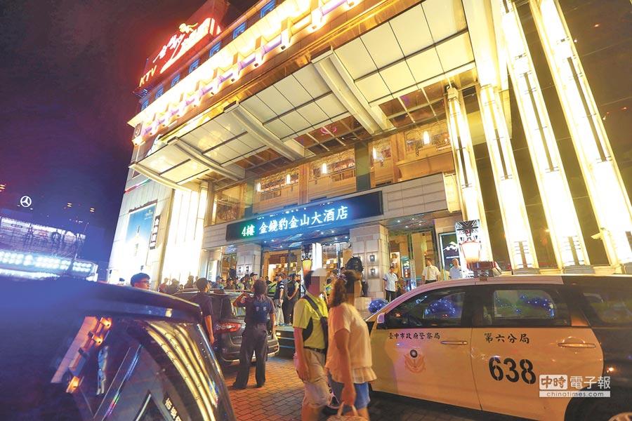台灣大道知名酒店發生酒客口角衝突,遭警強制帶回。(示意圖/中時資料照)