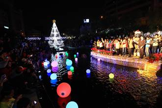 舊城區綻放光芒!林佳龍為台中全國首座水中耶誕樹點燈