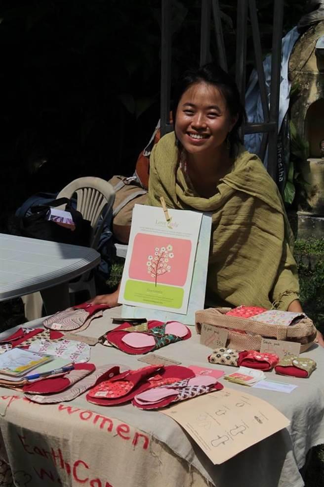 台灣女孩林念慈遠赴尼泊爾服務,提供布衛生棉改善當地女性月經文化,獲選BBC全球百大女性。(林念慈提供)