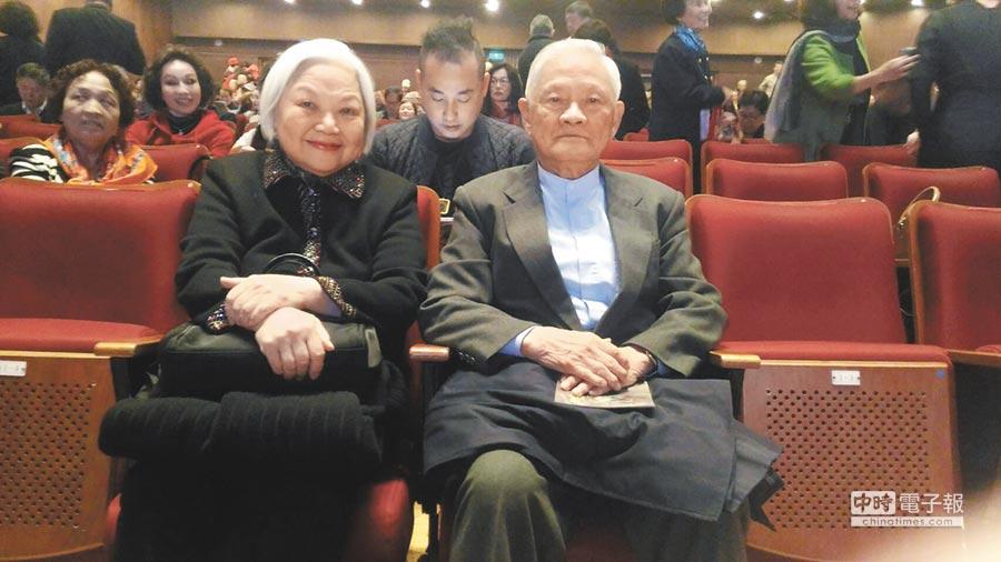 前行政院長唐飛夫婦9日出席在台北中山堂舉行的〈奮戰:七七全面抗戰80周年紀念音樂會〉。(記者宋秉忠攝)