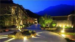 群山環繞的「谷關溫泉」這間民宿讓你泡進星空裡