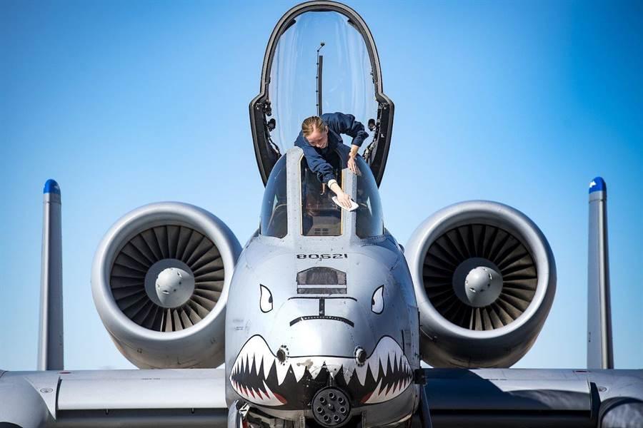 美國空軍司令終於表態支持A-10的延壽計畫,阿富汗政府很期待它回去。(圖/美國空軍)