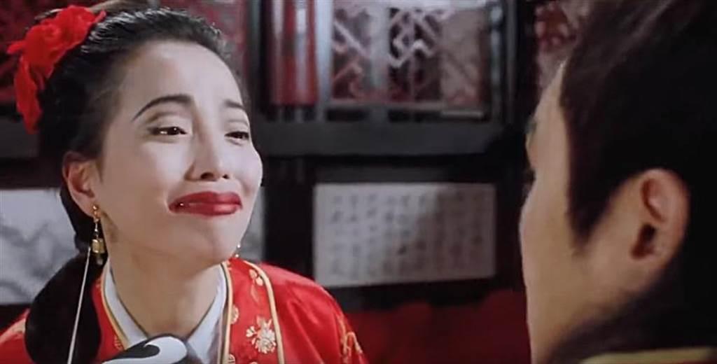 苑琼丹在《唐伯虎点秋香》中饰演「石榴姐」,让她的丑角扮相深植人心。(撷取自电影片段)
