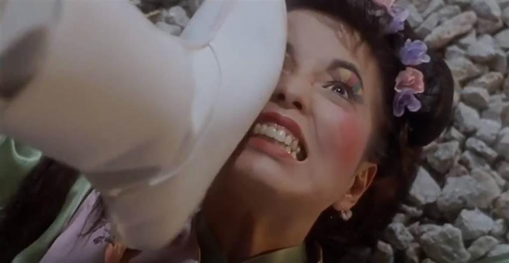 苑琼丹在年《唐伯虎点秋香》夸张扮丑令人印象深刻。(撷取自电影片段)