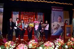 玉山文學獎 美術獎   王灝、陳光明獲最高榮譽「貢獻獎」
