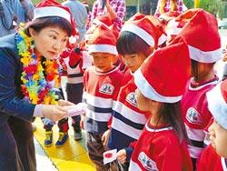 盧秀燕送耶誕禮 口罩諷空汙