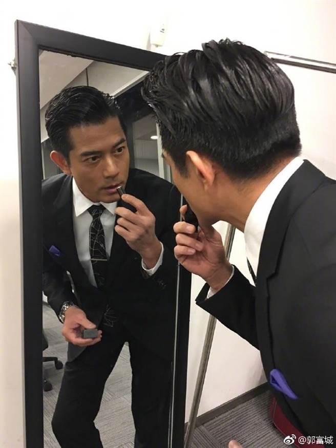 52歲的郭富城有著一頭濃密黑髮,認為頭髮會影響一個人的形象。(取自微博)