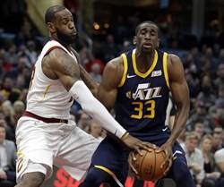 NBA》詹姆斯好猛!連兩場大三元跳走爵士