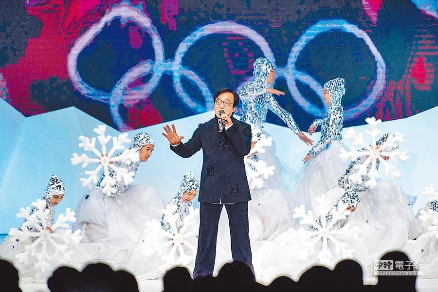 12月15日,成龍在發布儀式上表演。(CFP)