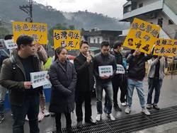王炳忠案「證人」身分偵訊 白色正義聯盟到場聲援