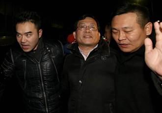 王炳忠父親王進步、陳斯俊、林明正三人訊後請回
