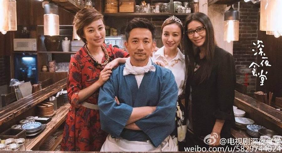 黃磊演出《深夜食堂》。(取自微博)