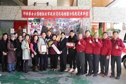 回饋社會 70歲婦化身聖誕老奶奶致贈救護車