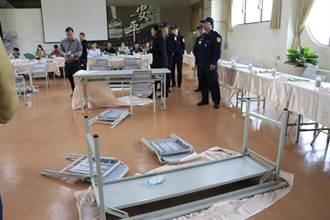 不滿里鄰整併 台南安平里鄰長翻桌抗議
