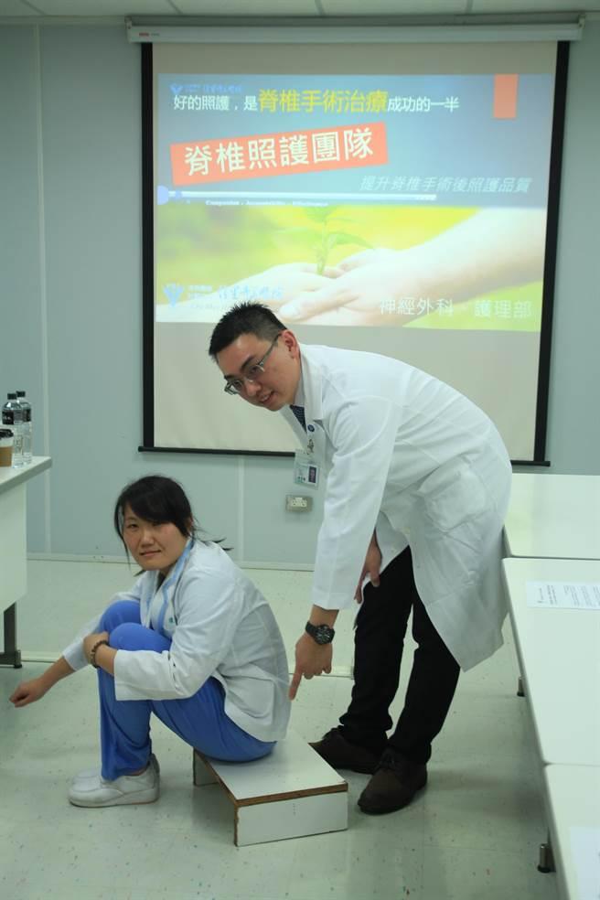 脊椎手術後,不良的姿勢都應避免,以免影響治療成效。(莊曜聰攝)
