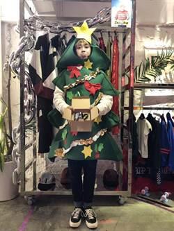 鼓鼓變裝聖誕樹 情歌牽線成月老