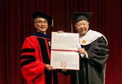 詩人洛夫 獲頒興大名譽文學博士學位