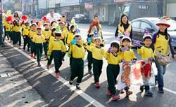 嘉義市學子瘋踩街祝校慶、歡度耶誕節