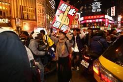 警強制抬離 抗議民眾轉戰西門商圈等街頭