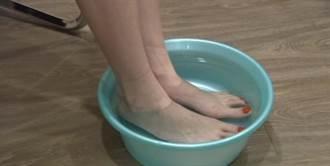 影》改善手腳冰冷 穿「濕襪子睡覺」可改善?