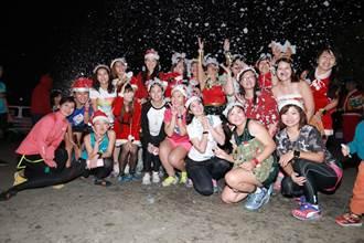 冬至夜飄雪 夜跑團體打造下雪場景 自辦耶誕跑步趴