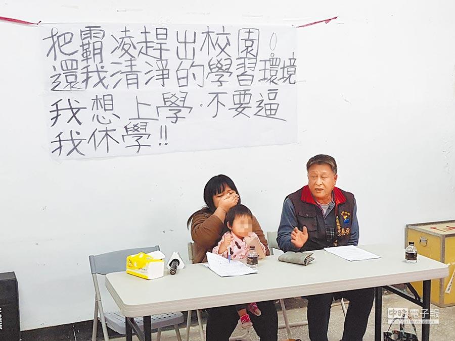 「我只是想做個好榜樣給小孩看!」一名32歲就讀玉里高中進修部的連姓媽媽,22日出面控訴校方不讓她帶著才剛滿1歲半的小孩一起上課,希望學校能體諒她想好好念書考取證照,找個好工作養育3個小孩的心願。(圖左,楊漢聲攝)