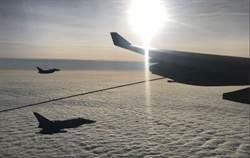 英國空軍攔截首相專機 還順便加油