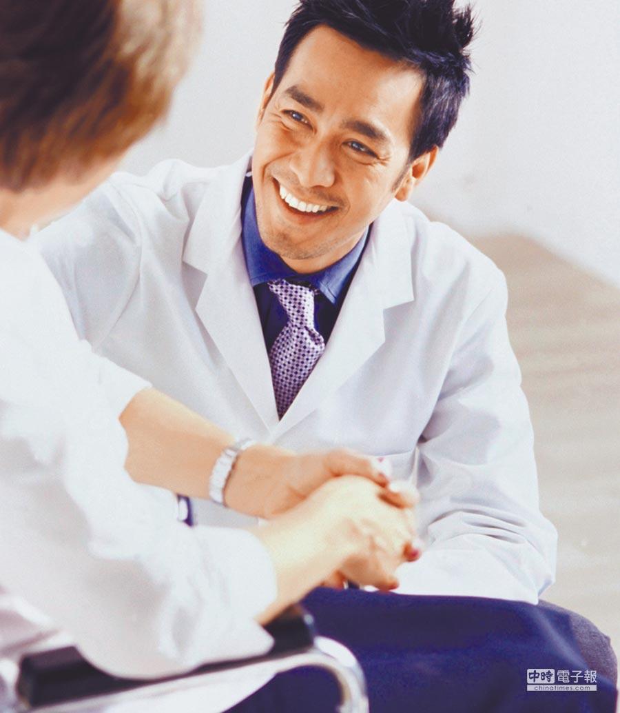 響應政府分級醫療政策,台灣人壽與全國7家社區醫院合作提供保險金扣抵醫療費用,方便民眾就近求診。 圖片提供台灣人壽