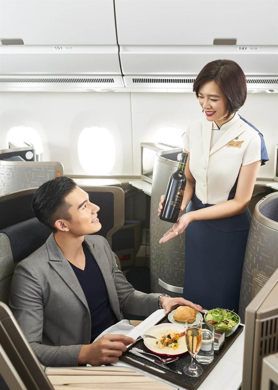 中華航空在美國知名旅遊雜誌《環旅世界》(Global Traveler)舉辦的調查中,5連霸奪得「北亞最佳航空」大獎。(華航提供)