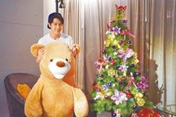 胡宇威玩直播化身玩具熊