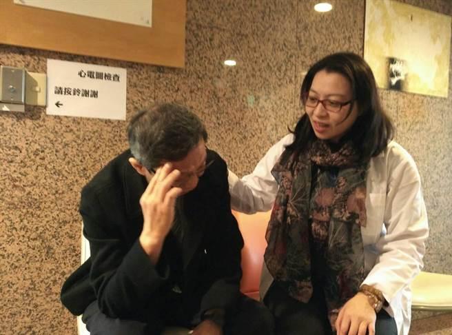 精神科醫師提醒,男性照顧者,要讓自己有喘息,別當悶燒鍋,避免悶出問題來。(魏怡嘉攝)
