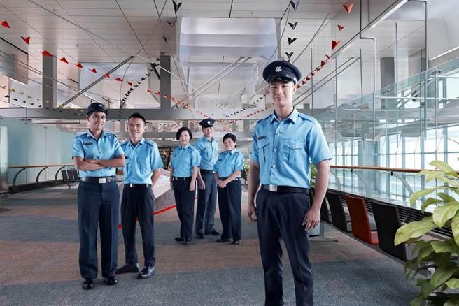 新加坡輔助警察(Auxiliary Police Officer)月薪66k新台幣起跳,相當誘人。(陳育賢翻攝)