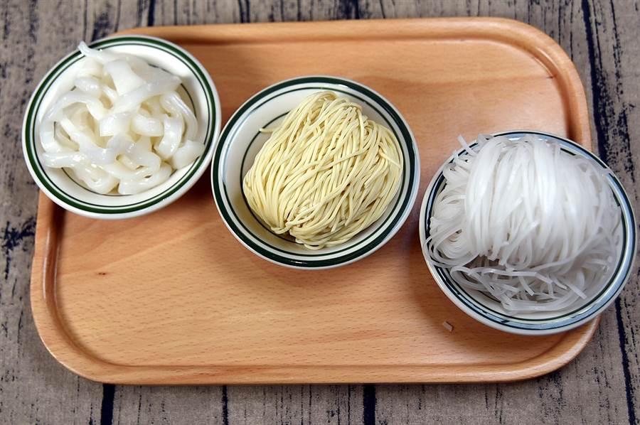 〈CYCLO洛城牛肉粉〉提供道地越南河粉、粄條和雞蛋細麵3種不同麵體讓客人選擇。(圖/姚舜攝)