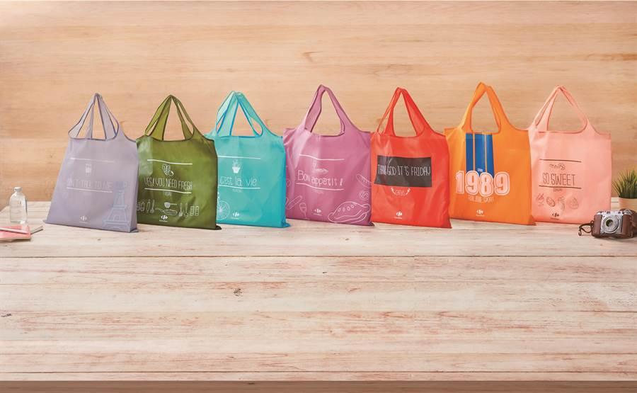 家樂福7日折疊購物袋,元旦到明年1月11日每個原價45元、特價39元。(家樂福提供)