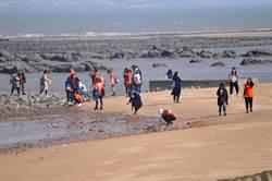 廈門遊客金門淨灘 全新島嶼旅遊體驗