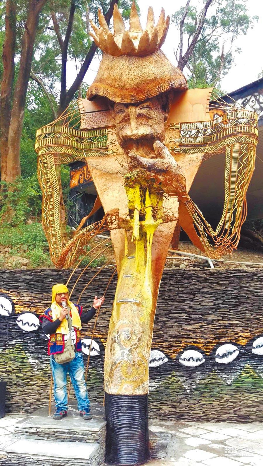 原住民族文化園區駐村藝術家杜寒菘的作品《在我熟悉的文化裡,我是巨人》,位於園區大門口。(潘建志攝)