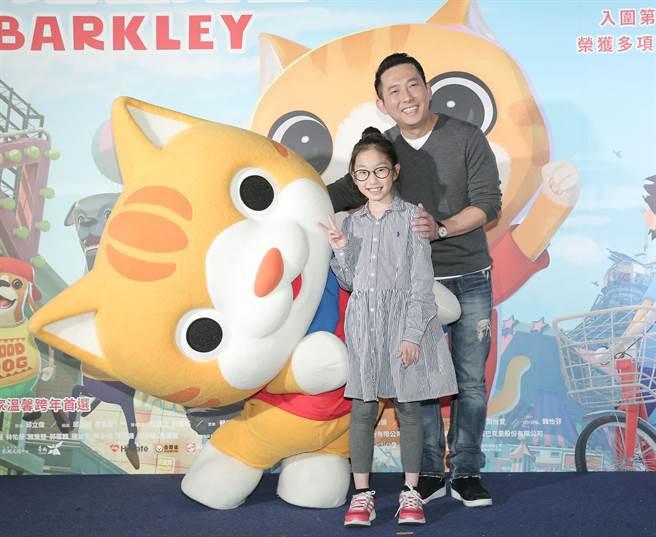 屈中恆帶女兒靚靚出席《小猫巴克里》首映會。攝影/盧禕祺
