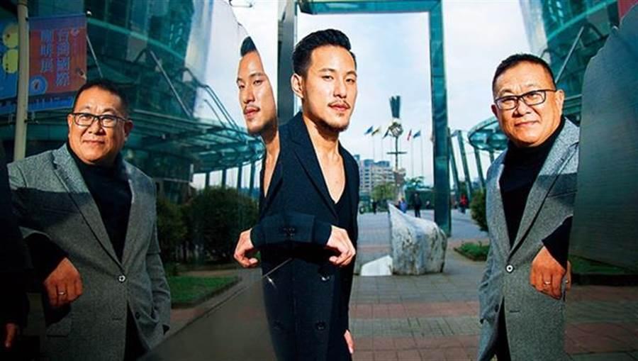 王朱岑(右)拉著王策(左)搬到上海,在公司擔任研究員,咖啡,才慢慢成了聯繫父子倆情感的繩鏈。(商業周刊郭涵羚攝影)